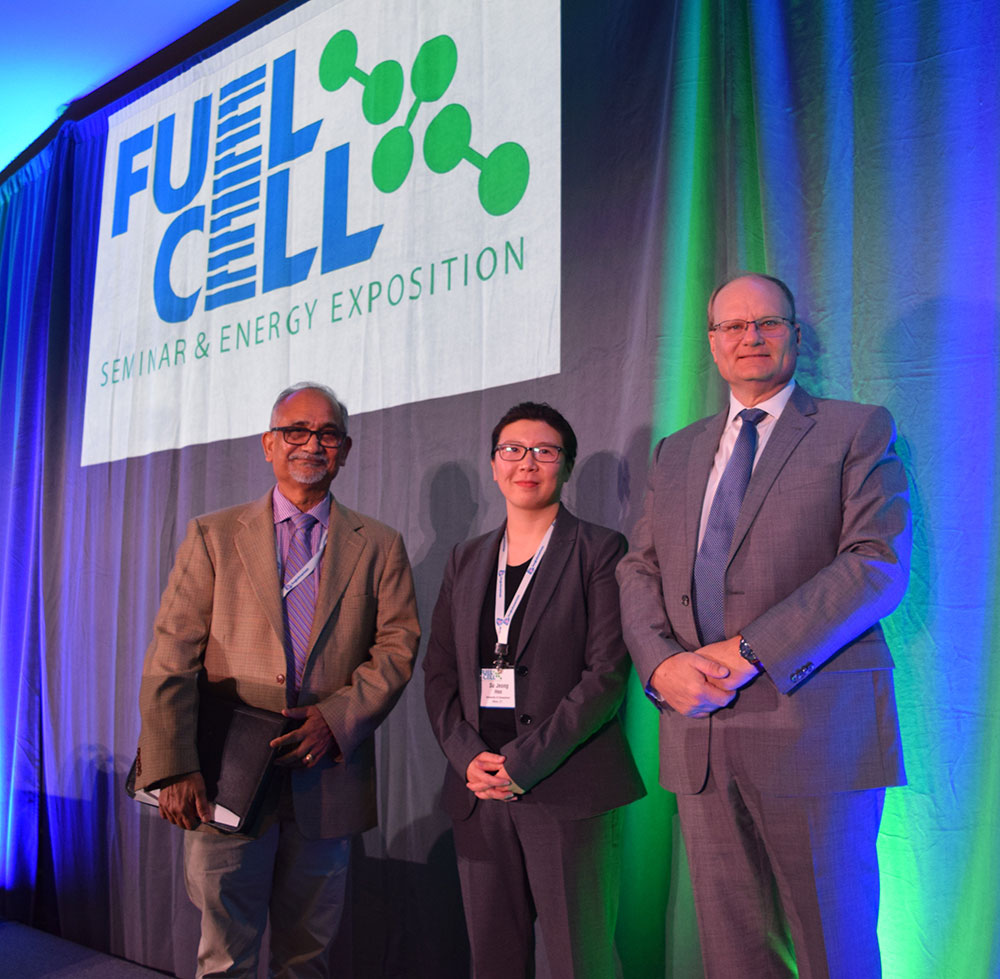 (Left to right) Professor Prabhakar Singh, graduate student Su Jeong Heo, Dr. Frank Wolak, Vice President at FuelCell Energy, and the Fuel Cell Seminar Board of Directors.
